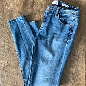 Size 4 Skinny/Ankle Jeans brand new w/o tags